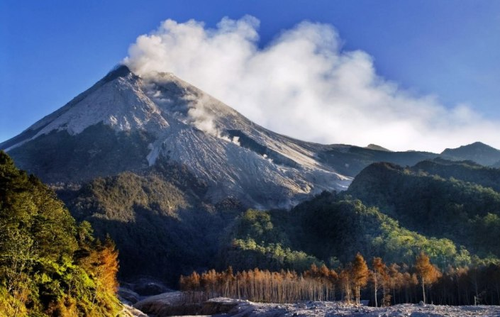 Indonesia Surrounded Potential Disaster eljinjizy.wordpress.com